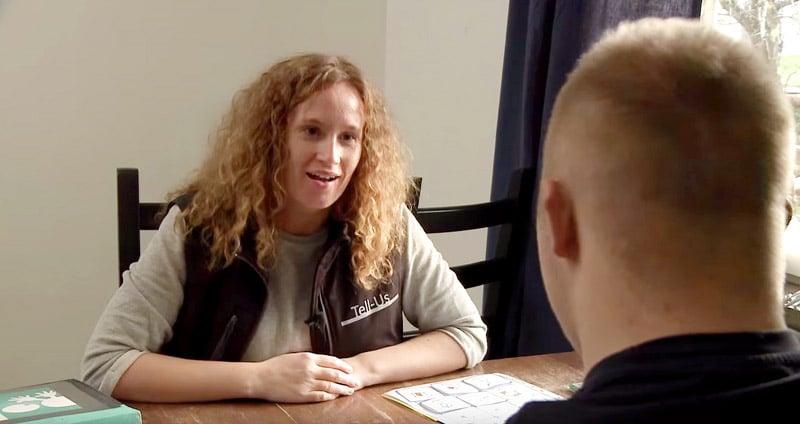 Skärmdump från dokumentärfilmen om Tell-Us